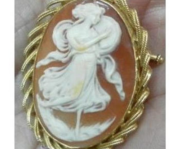 Camafeo antiguo, oro de 18 kilates: Catálogo de Antiga Compra-Venta
