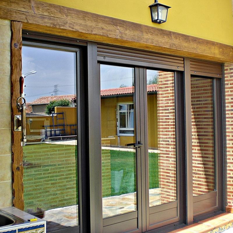 Puertas de balcón o balconeras: Productos y servicios de Aluminios Tascón
