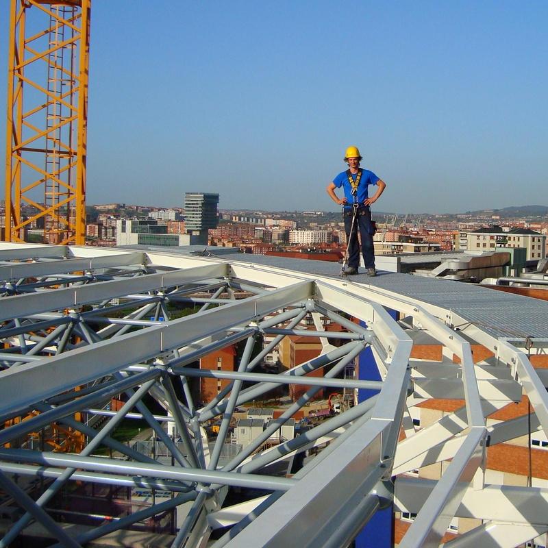 Montaje de linea de vida en el helipuerto del hospital de cruces , Bilbao