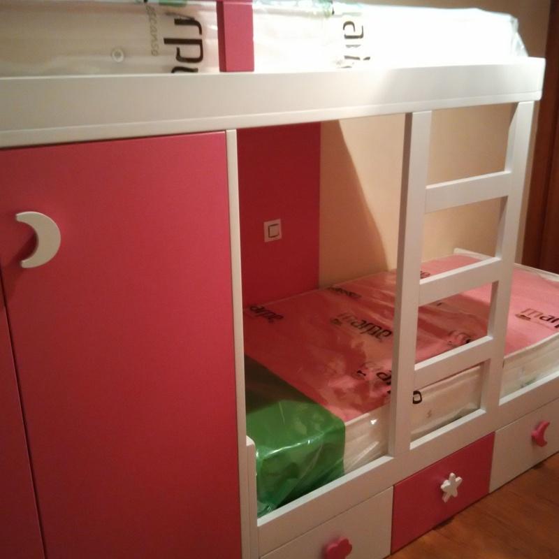 Dormitorio con cama tren mod. fresa y nata