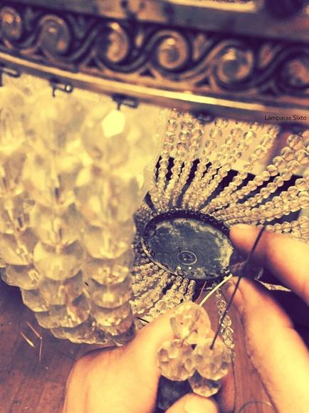Artesanía - Engarce. Enhebrar bola a bola.: Catálogo de Restauración de Lámparas y Arañas