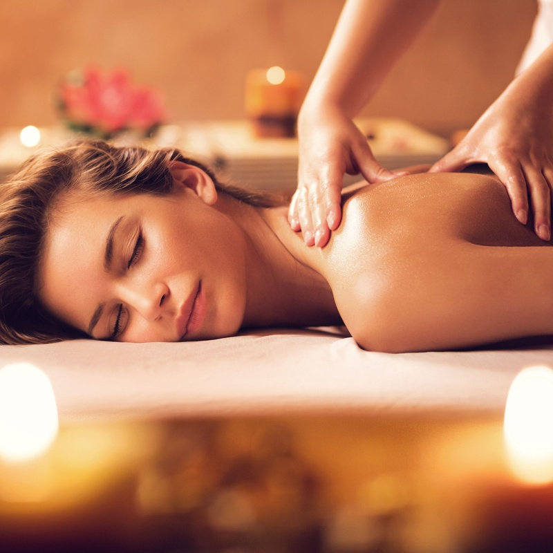 Masajes terapéutico de espalda con aceites: Terapias de Saüc Salut