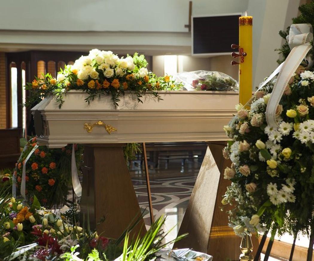 ¿Cómo elegir las flores para un funeral? Descubre su significado