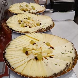 Amplio surtido de quesos artesanos