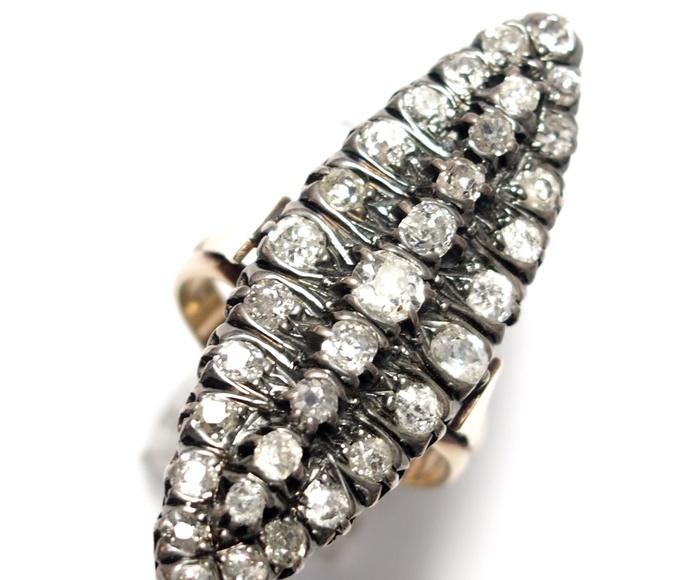 Sortija lanzadera de oro de 18k con vistas en plata y diamantes. S. XIX.: Catálogo de Antigua Joyeros