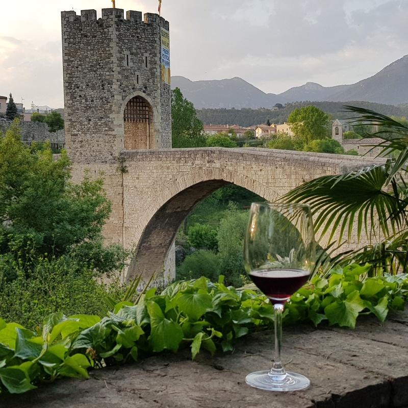 Terraza con vistas: Nuestros servicios de Buffet Lliure Castell de Besalú