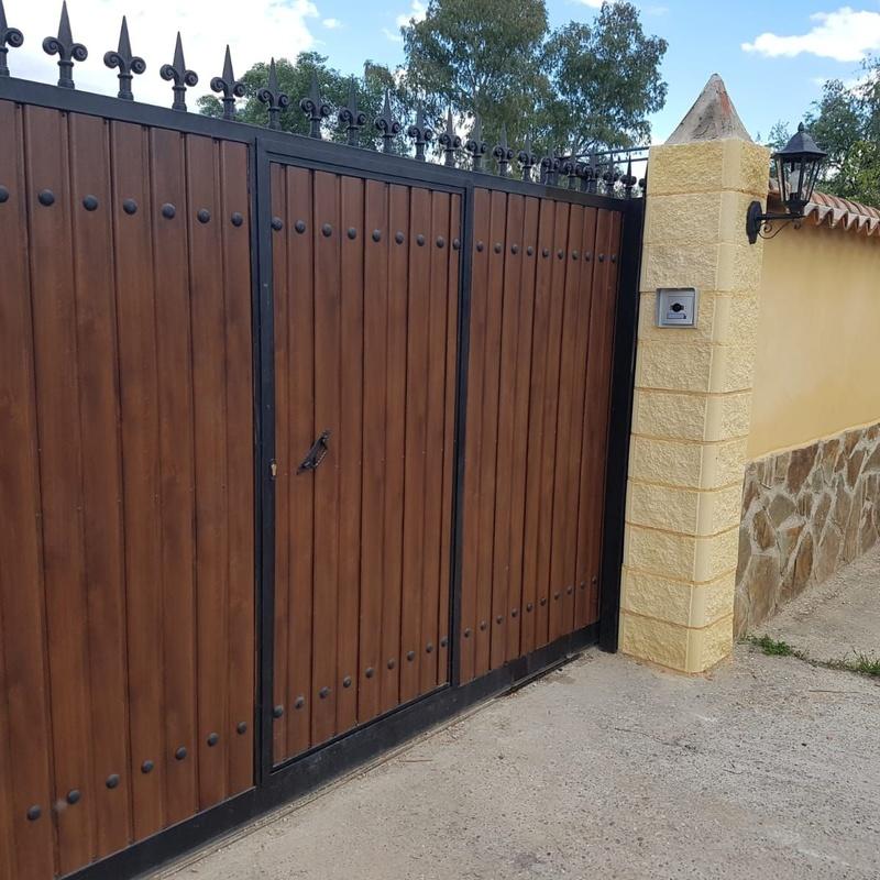 Puertas: Servicios de Talleres Gómez Bravo