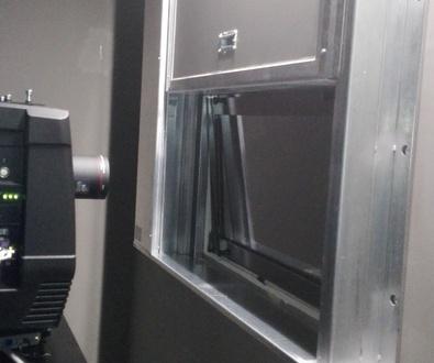 Guillotinas cortafuegos para ventana en proyector de sala de cines en Granada