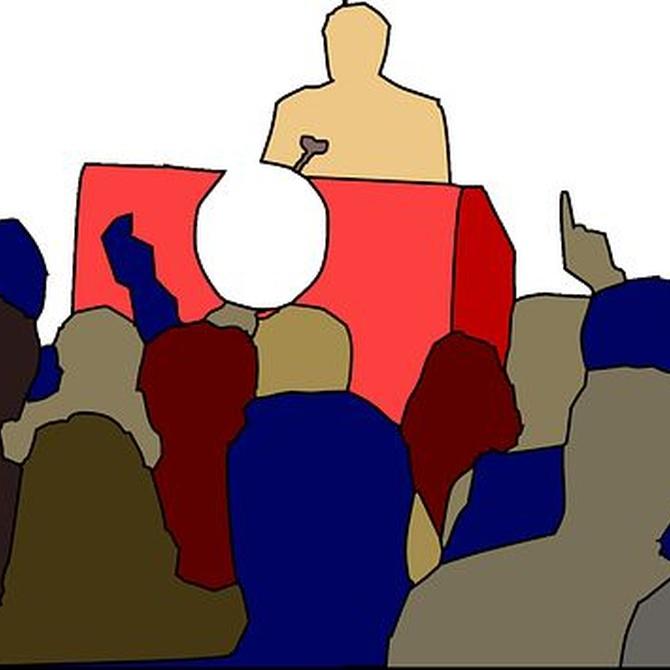 ¿Cómo debe ser el atril en un evento?