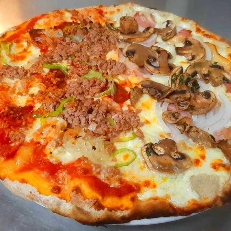 PIZZA POR MITADES : Nuestras Pizzas de Pizzería Las Tres B