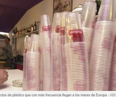 Los diez productos de plástico que con más frecuencia llegan a los mares de Europa