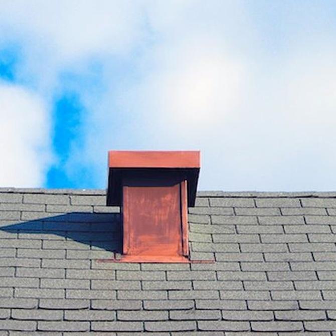 La revisión periódica de su tejado puede ahorrarle mucho dinero