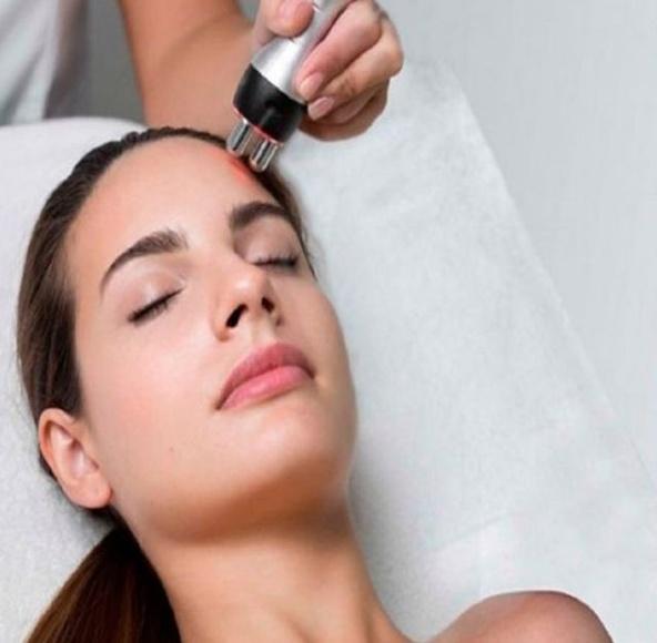 Radiofrecuencia facial: Servicios de Alonzo peluqueros | peluquería en plaza mayor