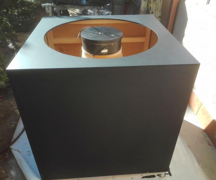 Mueble de madera con motor para base circular giratoria