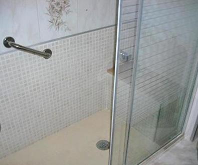 Razones por las que cambiar la bañera por ducha