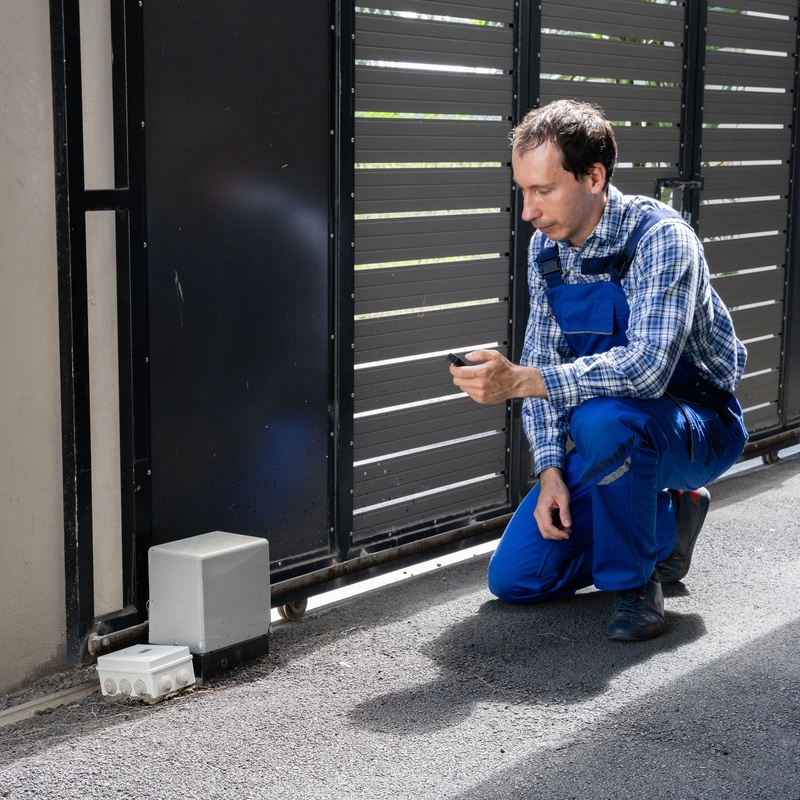 Mantenimiento de puertas de garaje para comunidades: Servicios de Elevasistem
