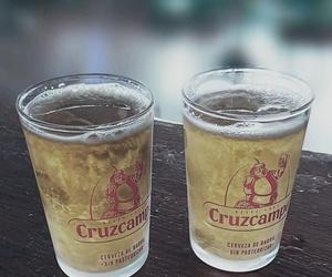 Cervezas y vinos con aperitivo