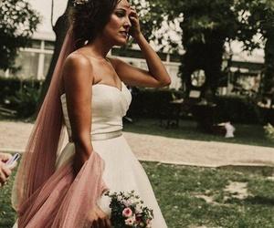 Recogido de novia con velo.