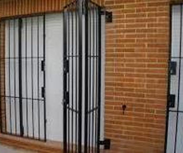 REJAS PLEGABLES: Servicios de Exposición, Carpintería de aluminio- toldos-cerrajeria - reformas del hogar.