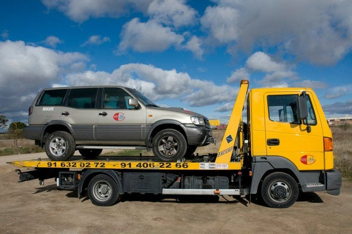 Grúas para vehículos: Servicios de Ayuda y Rescate en Carretera