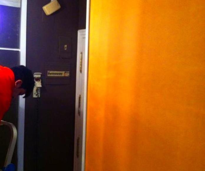Reforma villaverde lacado de puertas.: Trabajos realizados de REFORMAS, INSTALACIONES Y CONSTRUCCION ARAGON SLU