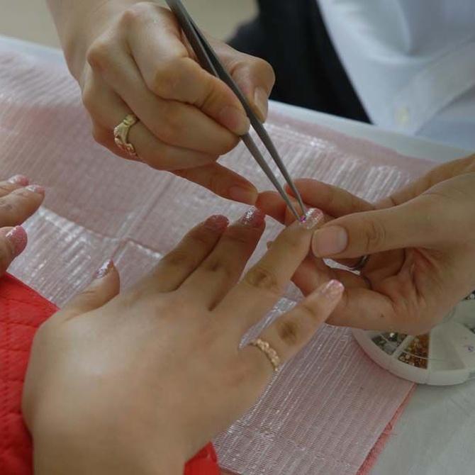 Beneficios de contar con una mesa de manicura