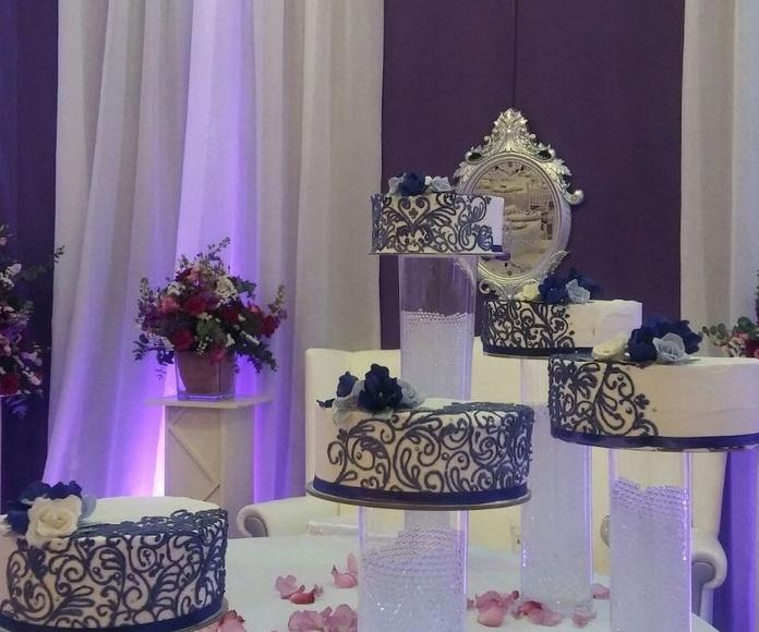 tartas de boda morado y blanco
