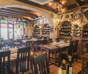 Restaurante de cocina española con más de 400 referencias de vinos