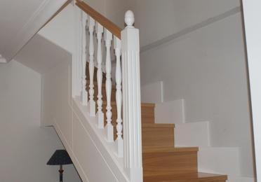 Escaleras a medida de madera lacada