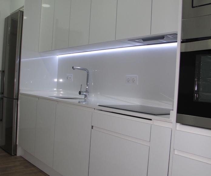Linea led bajo mueble , iluminacion de ambiente