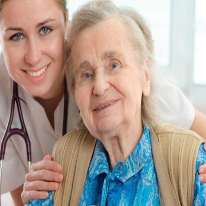 Pautas para contratar a una cuidadora