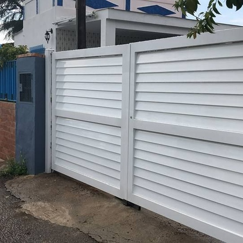 Puerta de garaje automatizada en Vila-Real