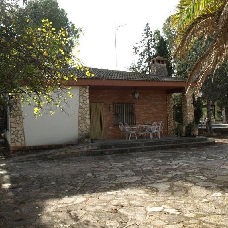 Chalets en venta  150.000€: Compra y alquiler de Servicasa Servicios Inmobiliarios
