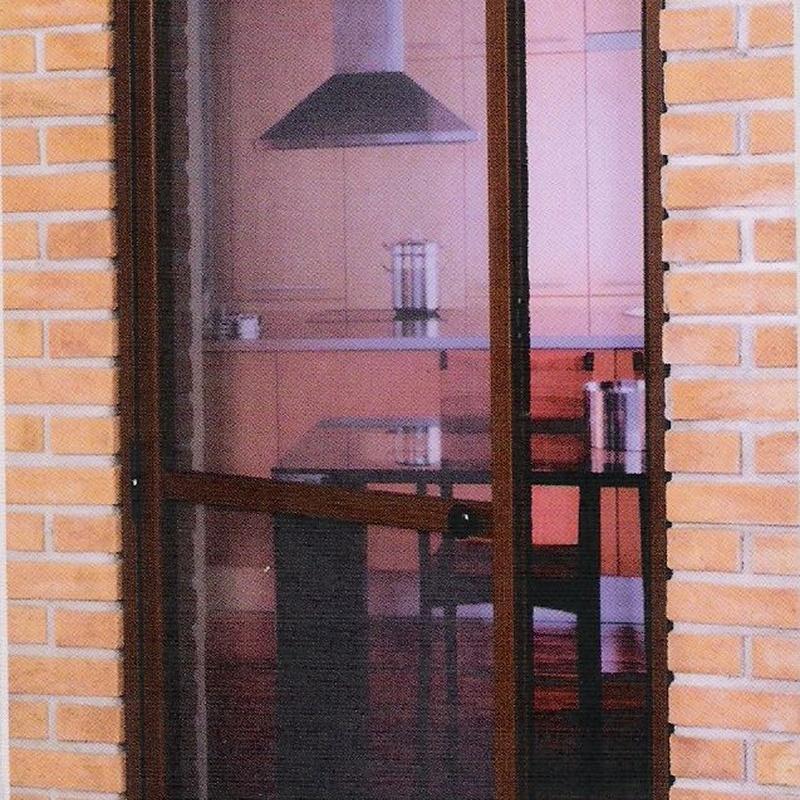 Mosquitera puerta abatible: Productos y servicios  de Ventanas y Persianas Persiplast