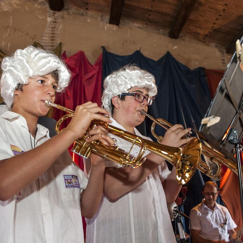 """Concert d'alumnes Final de curs 2014 """"La màquina del temps"""": Escuela de música i Expresión  de  Can Canturri"""