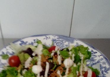 6 Ensalada Cesar con Pechuga Empanada.
