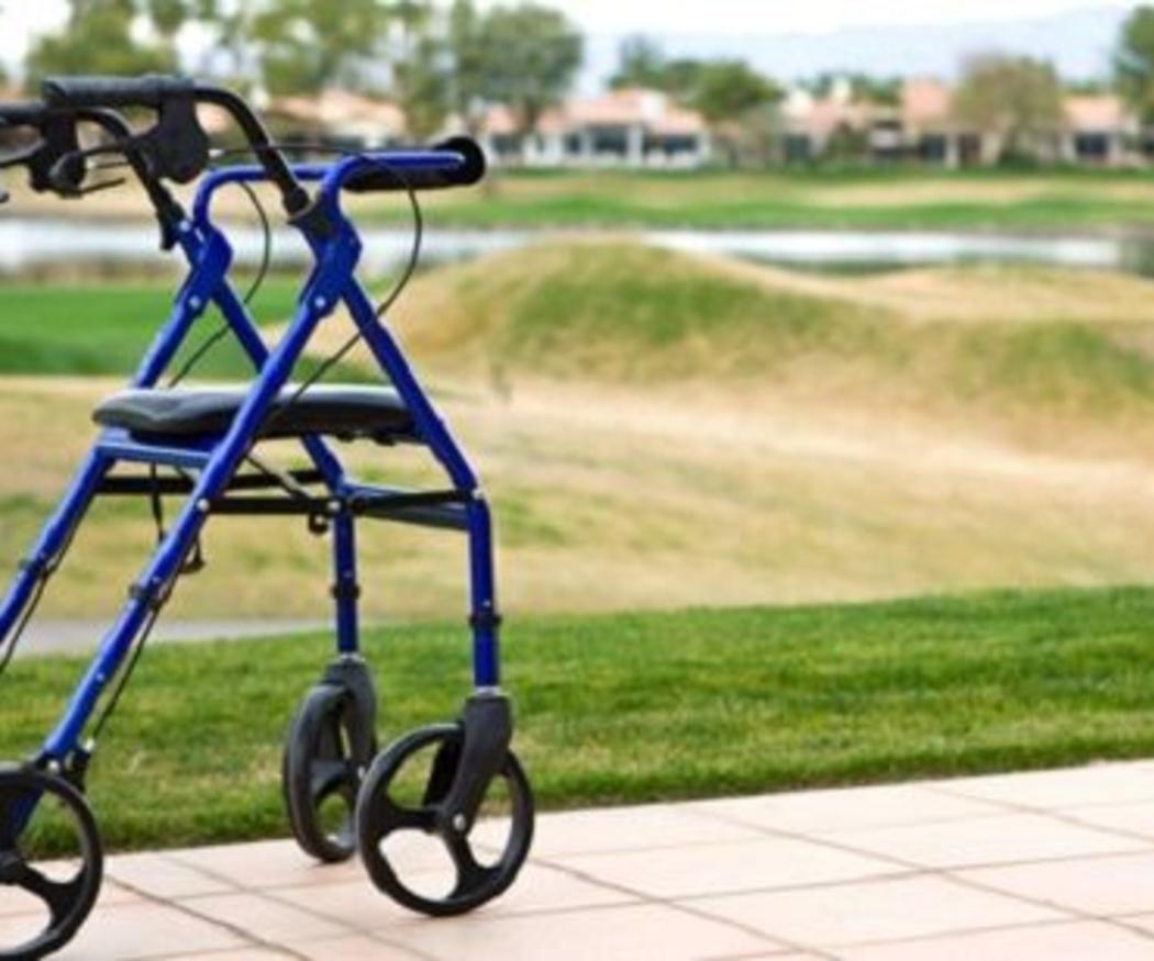 ¿Qué es mejor para caminar? ¿Muletas, bastón o andador?