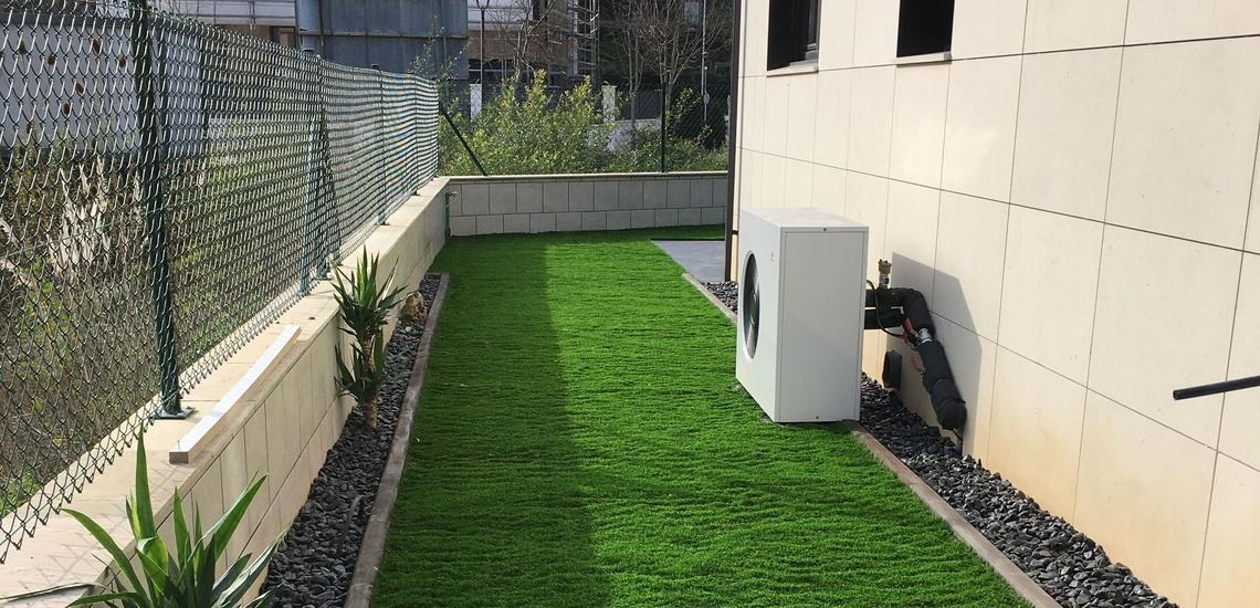 Instalación de césped artificial en Bilbao para jardines