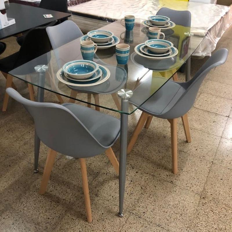 Mesa cristal y 4 sillas grises: Productos de Remar Castellón