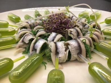 Pipetas de boquerones en vinagre con alga wakame