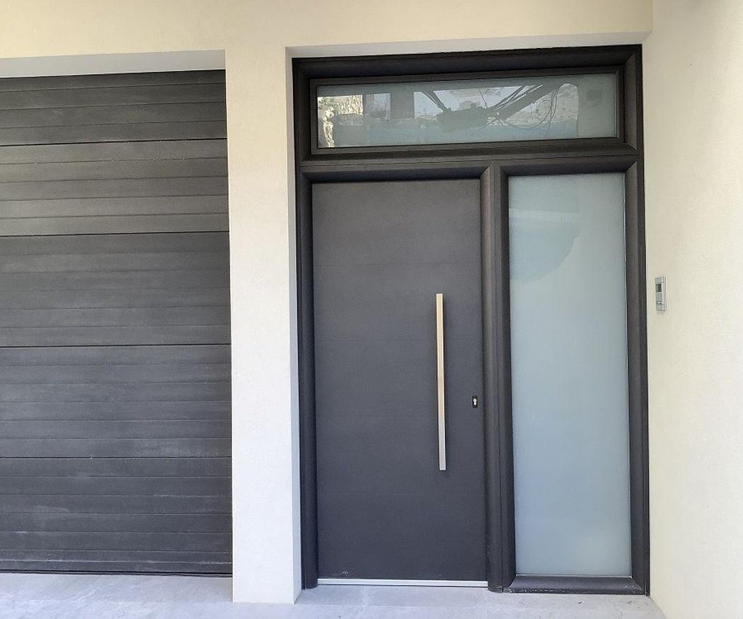 ¿Qué ventajas ofrecen las puertas de aluminio?