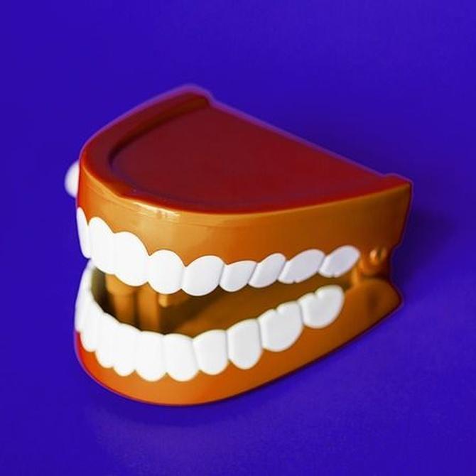 ¿Cuánto cuesta poner una prótesis dental?