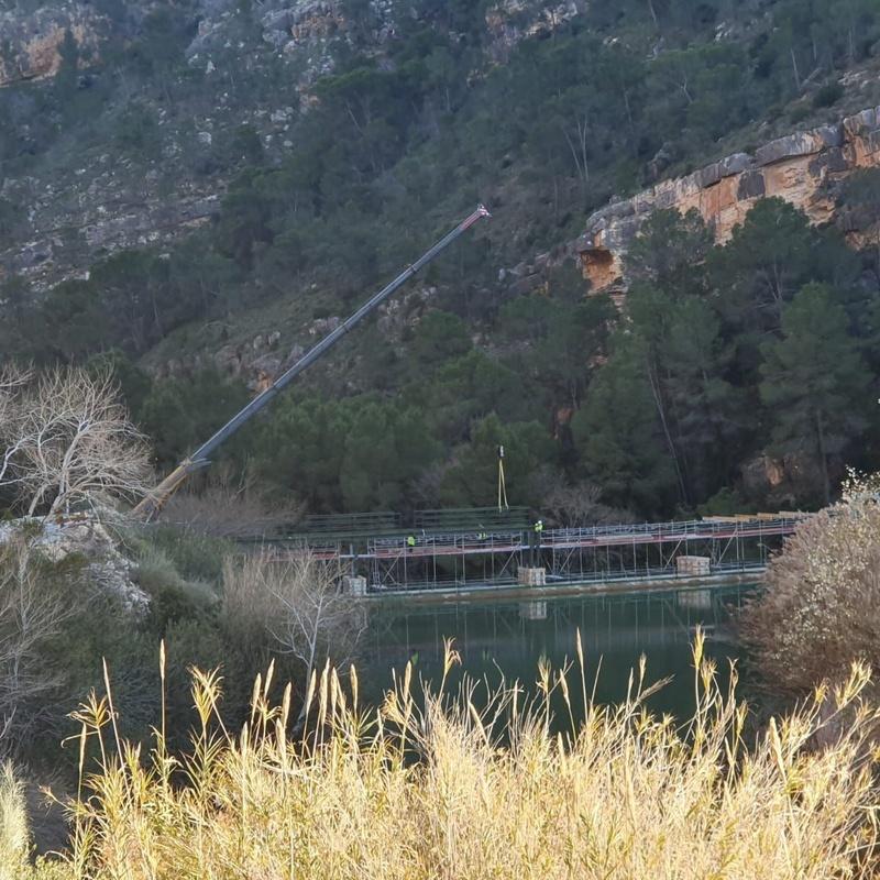 Montaje de pasarela sobre presa C.H. ALMADENES (Murcia): Servicios de Servicios Inoxidables Albacete