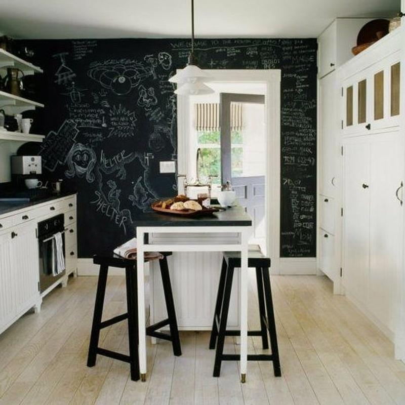 El desafío de pintar paredes negras: Servicios de DekoraStylo