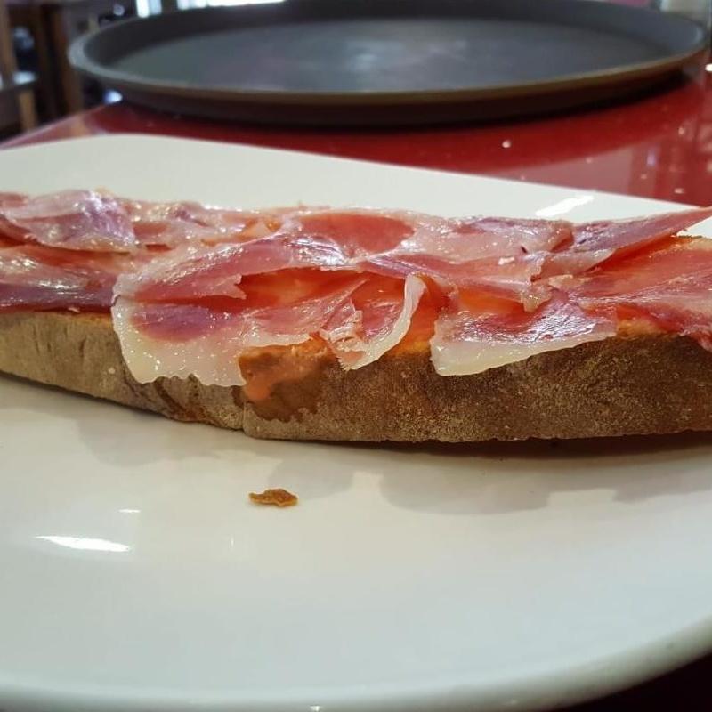 Tosta de jamón ibérico: Carta de Bar Restaurante Doña Elena