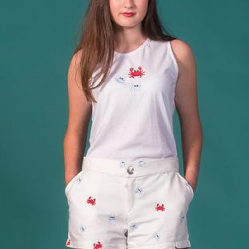 La Buena Juanita shorts blancos con dibujos de cangrejos en Elche