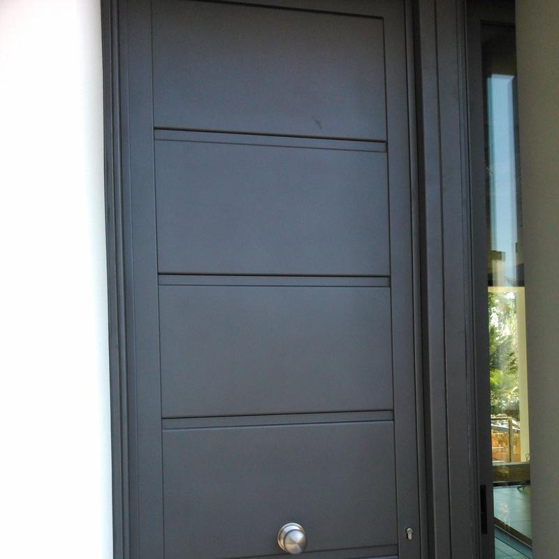 Puertas de entrada: Servicios y Productos de Cerrajería Avelino Izquierdo, S.L.