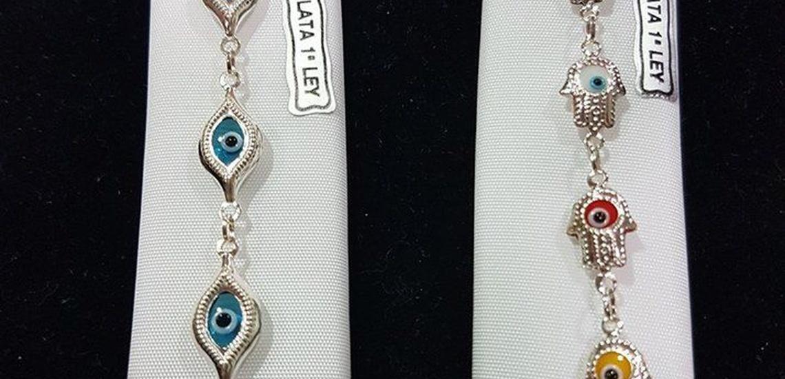 Regalos originales en Hospitalet de Llobregat: pulserita con ojo turco y mano de Fátima de plata