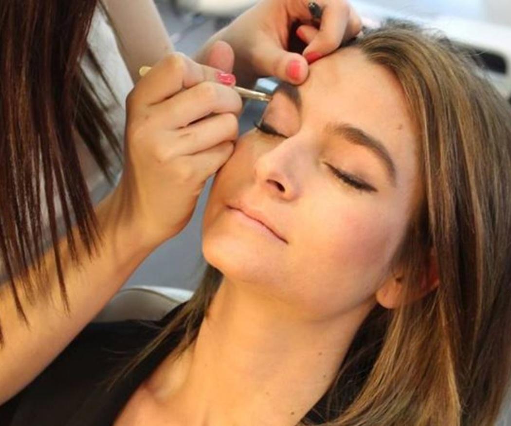 Un maquillaje que potencia la luz del rostro
