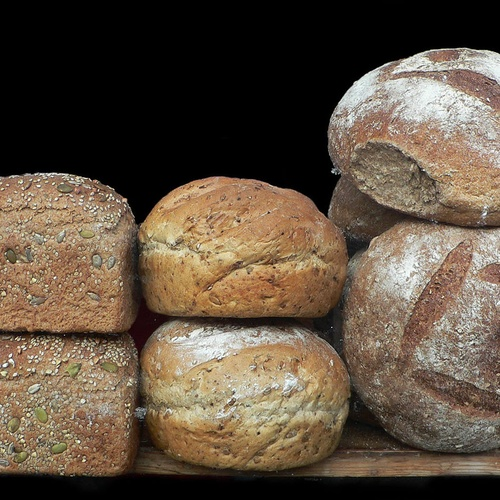 Pan de pasas, maíz y pipas